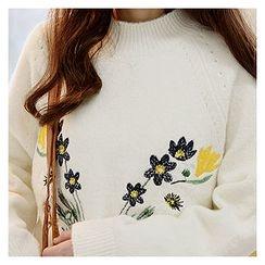 Sechuna - Raglan-Sleeve Embroidered Knit Top