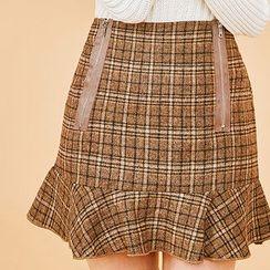 chuu - Ruffle-Hem Zipped Plaid Mini Skirt