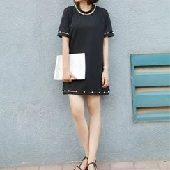 Ainvyi - Faux-Pearl Embellished T-Shirt Dress