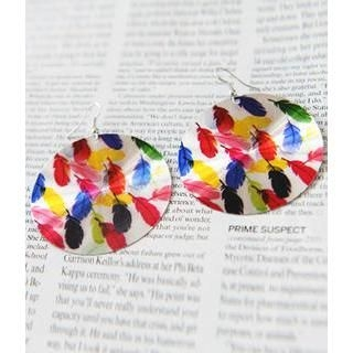 Petit et Belle - Feather Pattern Disc Earrings