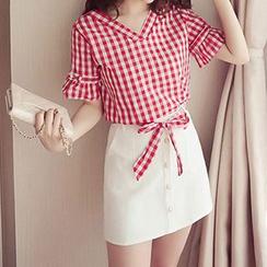 Fashion Street - 套装: 格纹V领短袖上衣 + 钮扣裙子
