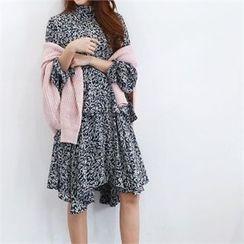 PEPER - Mock-Neck Patterned Dress