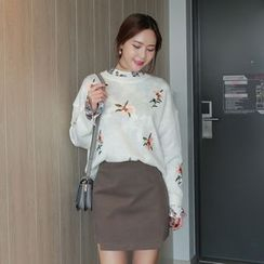 WITH IPUN - Flower Embroidered Knit Top