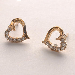 Fit-to-Kill - Diamond Heart-Shaped Earrings - Gold