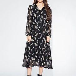 Heynew - Feather Print Midi Chiffon Dress