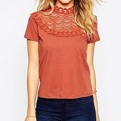 Richcoco - Crochet Trim Short Sleeve T-Shirt