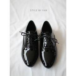 STYLEBYYAM - Patent Oxford Flats