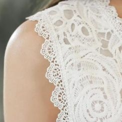 WHITE FOX - Sleeveless Lace Top