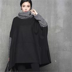 HALUMAYBE - Turtle-Neck Color-Block Capelet Top