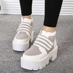 Mancienne - Contrast-Color Platform Shoe Boots