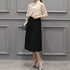 Romantica - Set: Blouse + Pleated Skirt