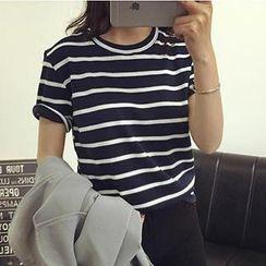 Eva Fashion - Short-Sleeve Round-Neck Striped T-Shirt