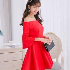 YUMU - Plain Off Shoulder 3/4 Sleeve Dress