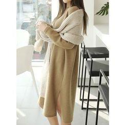 BBAEBBAE - V-Neck Knit Dress