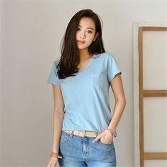 Styleberry - V-Neck Pocket-Front T-Shirt