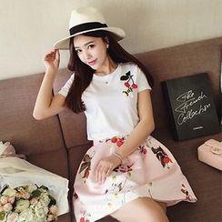 Ashlee - 套裝: 貼布短袖T裇 + 印花A字裙子