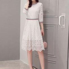 ONXZ - 3/4 Sleeve Lace Dress