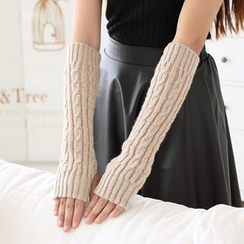 Lazy Corner - Cable Knit Fingerless Mittens