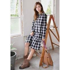 GOROKE - Buttoned Check Midi Dress