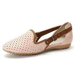 MODELSIS - Perforated Buckled-Strap Flats