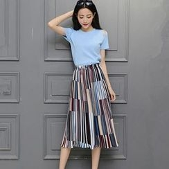 Ashlee - Set: Short-Sleeve Shoulder Cut Out T-Shirt + Pleated Midi Skirt