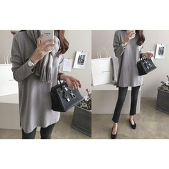 DAILY LOOK - Long Sleeve Slit-Side T-Shirt