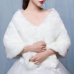 Luxury Style - Faux Fur Capelet
