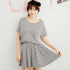 Tokyo Fashion - Set: Houndstooth T-Shirt + A-Line Skirt