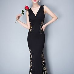 Posh Bride - Printed V-Neck Sleeveless Evening Gown