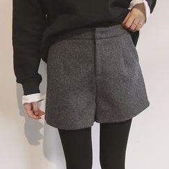Eva Fashion - Woolen Shorts