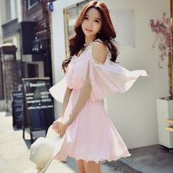 Dabuwawa - Cutout Shoulder Lace Trim Ruffle Chiffon Dress