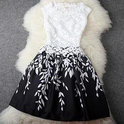 Dream a Dream - 無袖蕾絲拼接葉片印花連衣裙