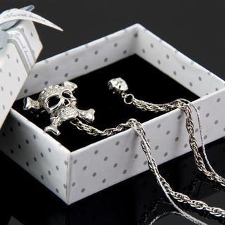 ANT TREE - Rhinestone Skull Brooch