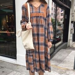 Dute - Long-Sleeve Plaid Pleated Midi Dress
