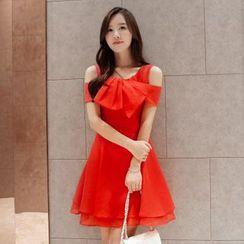 lilygirl - Cutout Shoulder Bow Chiffon Dress