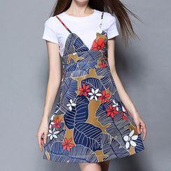 妮佳 - 套装: 短袖T恤 + 吊带图案连衣裙