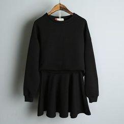 JVL - Set: Dip-Back Pullover + A-Line Skirt