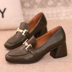 IYATO - 粗跟金屬扣皮鞋