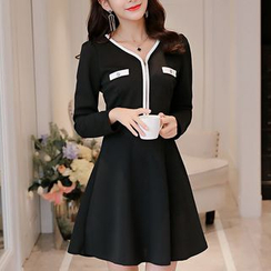Q.C.T - Long-Sleeve V-Neck Knit Dress
