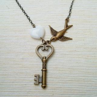 MyLittleThing - Secret Pigeon Key Necklace