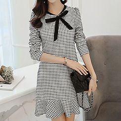 Q.C.T - Tie-collar Gingham Long-Sleeve Dress