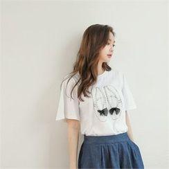 Styleberry - Shoes Print Faux-Pearl Trim T-Shirt