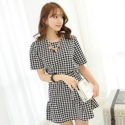 BRONCY - Set: Houndstooth Top + Frilled-Hem Skirt