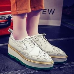 JY Shoes - Brogue Pointed Oxfords