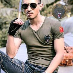 Walwa - Wolf Embroidered V-Neck Short-Sleeve T-Shirt