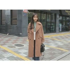 Envy Look - Wide-Lapel Double-Breasted Coat