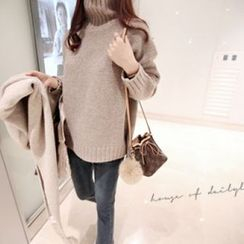 DAILY LOOK - Turtle-Neck Wool Blend Sweater