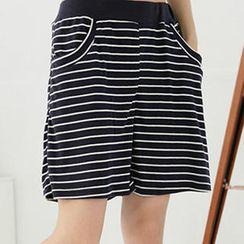 RingBear - 横条纹弹性裤头棉质中腰五分裤