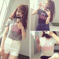 QZ Lady - 'I'M SERIOUS' Print Short-Sleeved T-Shirt