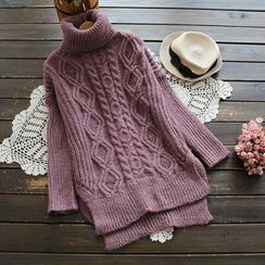 YOYO - Turtleneck Cable-Knit Sweater